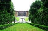 133 - Firenze - Alle spalle del palazzo Pitti, sono i giardini di Boboli, uno dei migliori esempi di giardino all'italiana. Il Giardino di Bòboli (45.000 metri quadrati) copre la parte posteriore e laterale di Palazzo Pitti. Il giardino fu iniziato nel 1550, subito dopo l'acquisto del Palazzo da parte dei <medici.