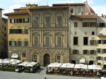 14 -Firenze. Piazza Signoria. Palazzo Uguccioni.