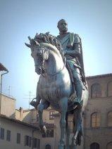 21 - Firenze Piazza Signoria -la statua di Cosimoi di fronte.