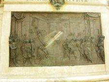 22 - Firenze Piazza Signoria. Statua equestre di Cosimo, piedistallo. L'elezione a duca.