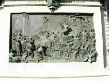 23 -Firenze Piazza Signoria. Statua equestre di Cosimo, piedistallo. La Conquista di Siena.