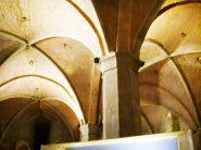 60 - Firenze. Palazzo Vecchio, sala-d'arme. Dal fianco sinistro del cortile una porta conduce all'antica Camera d'Arme, un tempo utilizzata come deposito di armi e munizioni ed oggi usata per mostre temporanee ed eventi speciali