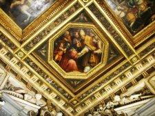 65 - Firenze. Palazzo Vecchio Dettaglio del soffitto nella Sala di Leone XLa Sala di Leone X è dedicata al papa figlio di Lorenzo il Magnifico che iniziò le fortune della casata nel Cinquecento.