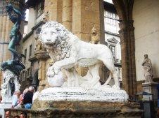 7 -Firenze . La Loggia della Signoria. Leone di sinistra, di Flaminio Vaccat