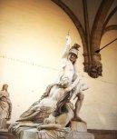 9 - Firenze . La Loggia della Signoria. Il gruppo di Polissena di Pio Fedi