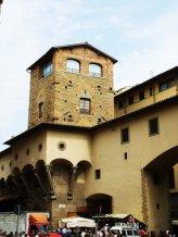 101 - Firenze. Ponte vecchio. La Torre dei Mannelli a testa di ponte