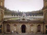 137 - Firenze. Giardini-Boboli- L'anfiteatro visto dal palazzo, con la fontana del Carciofo-