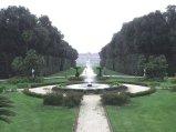 18 - Caserta. Reggia. La Fontana Margherita con la Reggia sullo sfondo