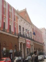 50 - Bari, Teatro Comunale Piccinni. Il Teatro Piccinni è il più antico teatro barese esistente. La struttura è in grado di contenere più di ottocento spettatori. Il teatro fu inaugurato il 4 ottobre 1854 con la rappresentazione del Poliuto di Gaetano Donizetti. Un anno dopo, nel 1855, fu intitolato al musicista barese Niccolò Piccinni, oltremodo apprezzato nella città natale e in Francia, dove svolse la sua attività di compositore.