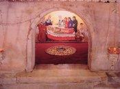 19 - Bari -Basilica o Duomo di San Nicola. Tomba di San Nicola nella cripta della basilica