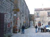 48 - -Piazza Vescovado e via San Michele Arcang