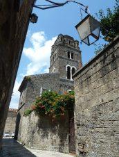 50 - - Scorcio del borgo di Casertavecchia