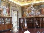 12 - Caserta.Reggia .La Biblioteca Palatina. Al centro la libreria girevole