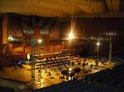 51 - Bari_Auditorium_Nino_Rota_Interno. L'auditorium Nino Rota, di proprietà del Conservatorio Niccolò Piccinni, è la più importante sala d'ascolto della città di Bari, sebbene sia in ristrutturazione dal 1991. L'edificazione, promossa dall'amministrazione provinciale negli anni sessanta, fu completata nel 1981. Fu intitolato al compositore milanese Nino Rota, a lungo direttore del conservatorio barese.