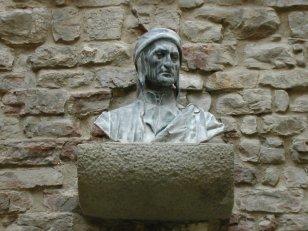 106 -Busto di Dante Alighieri nella torre, particolare