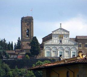 117 -Firenze -La basilica abbazia di San Miniato al Monte . La facciata vista dal Ponte Vecchio