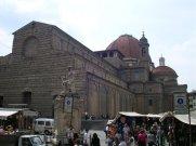 75 -Firenze. La basilica di San Lorenzo è uno dei principali luoghi di culto cattolici di Firenze, situata nell'omonima piazza San Lorenzo nel centro storico della città. È una delle chiese che si contendono il titolo di più antica della città ed ha il rango di basilica minore.