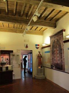 107 - Firenze. Il Museo della Casa di Dante. Una sala interna