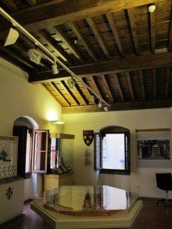 108 -Firenze. Il Museo della Casa di Dante. Un'altra sala all'interno