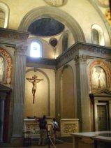 83 -Firenze. La basilica di San Lorenzo. La Sagrestia Vecchia. Capolavoro del Quattrocento, fu la prima parte di San Lorenzo ad essere completata dal Brunelleschi, su incarico dei Medici che desideravano realizzarvi il proprio mausoleo (1421-1428). Vi sono diverse opere fra le quali anche di Donatello