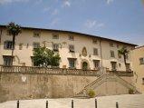 157 -Fiesole -Palazzo Vescovile. Il palazzo si trova in piazza Mino da Fiesole. Vi si accede da una doppia scalinata ottocentesca,eretto contemporaneamente alla cattedrale, nel 1028 .