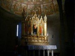 147 -Fiesole -Duomo. L'altare maggiore con il Trittico di Bicci di Lorenzo (1450)