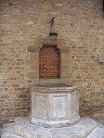104 -Firenze. Il Museo della Casa di Dante. Particolare del pozzo