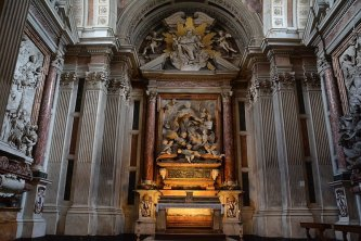 62 -Firenze. La chiesa di Santa Maria del Carmine. Si può ammirare anche la cappella Corsini. La famiglia Corsini nel 1675 fece edificare nel transetto sinistro della chiesa del Carmine una cappella dedicata al santo di famiglia Sant'Andrea Corsini, vescovo di Fiesole nel XIV secolo e appena canonizzato nel 1629