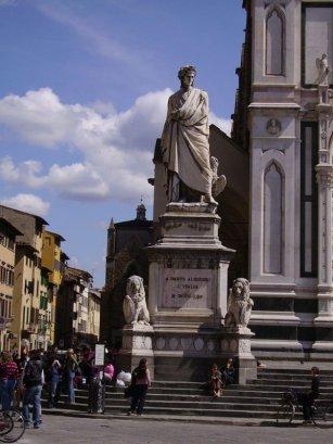 5 -Firenze -La basilica di Santa Croce, Monumento a Dante Alighieri. Sulla sinistra del sagrato fu collocato il magniloquente monumento a Dante di Enrico Pazzi, a conclusione delle celebrazioni dantesche del 1865 per il VI centenario della nascita del grande poeta.