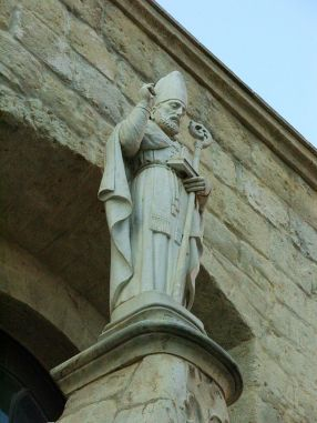 10 --Andria,_statua_di_San_Riccardo