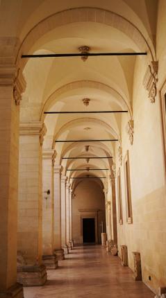 120 - Lecce. Il Palazzo del Seminario, Dal cortile si accede sulla sinistra alla piccola cappella privata del Palazzo del Seminario, costruita nel 1696 e dedicata a San Gregorio di Neocesarea.