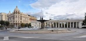4 - Foggia. Piazza Cavour, con la Fontana del Sele ed il pronao della Villa comunale.