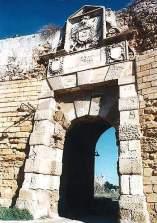 34 -Brindisi , castello Aragonese o di mare, particolare.