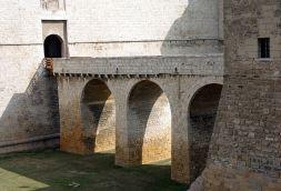 18 -Barletta. Ponte_in_pietra_del castello