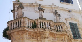 43 - Lecce. Particolare della via.