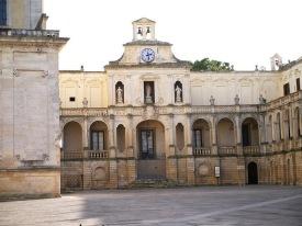 111 -Lecce. Piazza Duomo. L'Episcopio, palazzo dimora del vescovo, realizzato nel 1425 da Mons. Girolamo Guidano, vescovo di Lecce