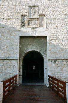 20- Castello_di_Barletta_Portale_d'ingresso