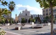 23 - Foggia. Scorcio di piazza Giordano. Sullo sfondo la chiesa di Gesù e Maria