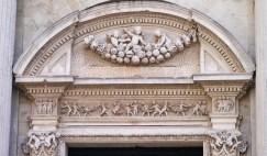 61 - Duomo. Particolare nell'arco del portale