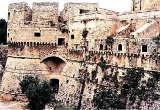 39 - Brindisi castello Svevo o di terra. particolari