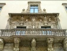 26 -Barletta - Palazzo della Marra, XVII sec. Balcone principale balaustrato.