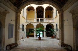 """27 - Barletta. All'interno dell'imponente Palazzo della Marra , sorge la Pinacoteca """"De Nittis"""" che prende il nome dal pittore barlettano, nato a Barletta nel 1846 e famoso anche a Pari"""