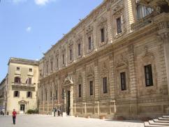 24 - Lecce_Palazzo_dei_Celestini-Il Palazzo dei Celestini, per tre secoli sede del convento dei Padri Celestini, ... Il monastero venne istituito già nel 1352 dal conte di Lecce e duca di Atene, Gualtieri VI
