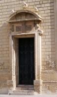 51 - Lecce. Il Campanile del Duomo, entrata particolari