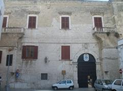 35 - Trani. Palazzo Rogadeo- Arcivescovile.