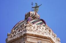 55 -Lecce. Il Campanile del Duomo. Il quinto ordine è completato da una piccola cupola al centro della quale è fissata una effigie in ferro alta due metri di Sant'Oronzo che benedice la città, che si muove al mutare del vento.