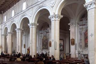17 - Le tele affisse nella navata destra