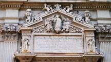 57 -Lecce. Duomo. Iscrizione lapidaria sulla porta principale.