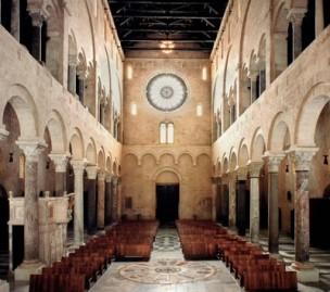 8 - Trani. La Cattedrale, interno
