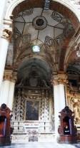 """84 -Lecce. Il Duomo. Cappella di San Fortunato. Altare di San Fortunato vescovo"""", pietra di Lecce scolpita, dipinta.Datazione: terzo quarto XVII secolo. Autore: Zimbalo Giuseppe"""